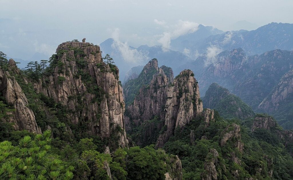 Huangshan Mountain Mountain Range China - TOURHIKER