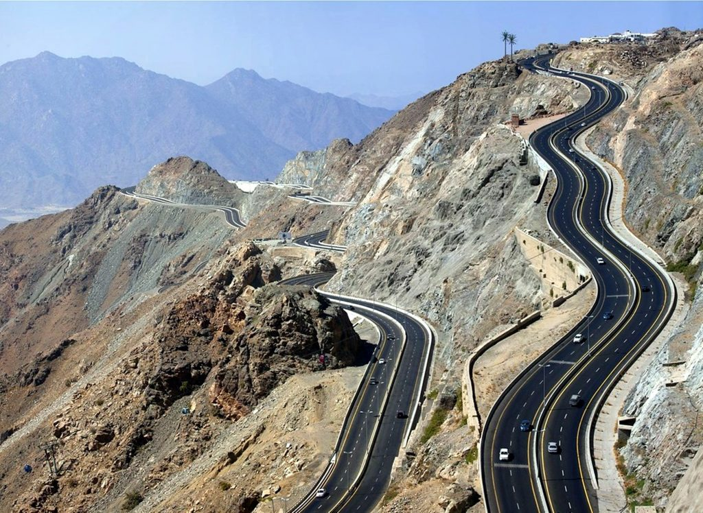 Cross Highway in the middle of mountian