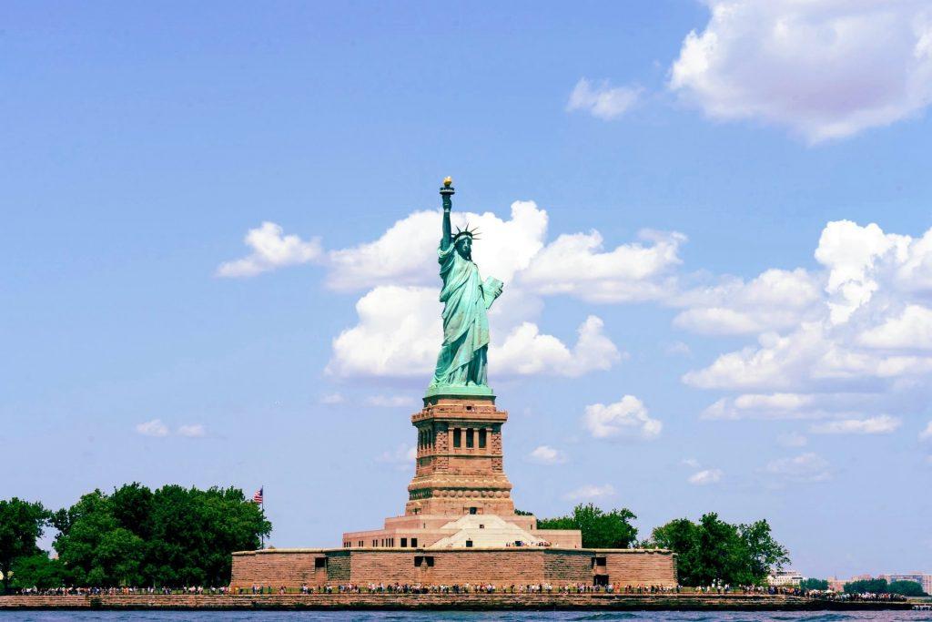 statue of liberty new york photo during daylight